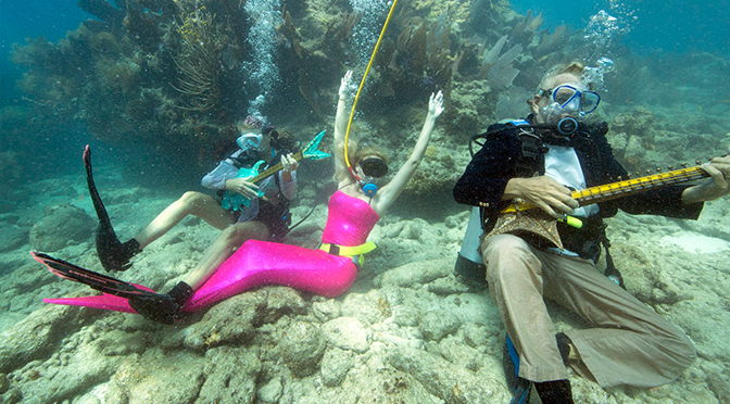 Hundreds of Divers Hold Underwater Music Festival (VIDEO)